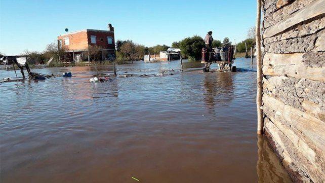 Desborde. Una de las características de la situación en la ciudad del sur es el rápido avance del agua..