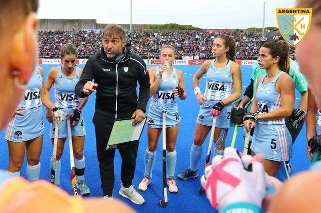 El entrenador tiene el equipo.