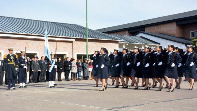 Una concordiense orgullosa de portar el uniforme naval