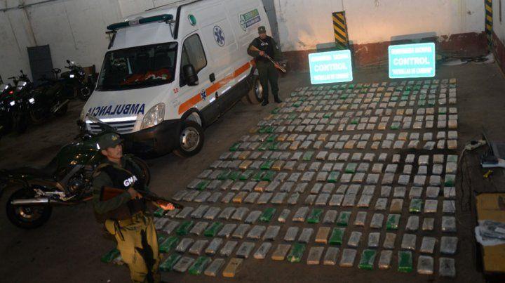 Detuvieron ambulancia que trasladaba 400 kilos de droga
