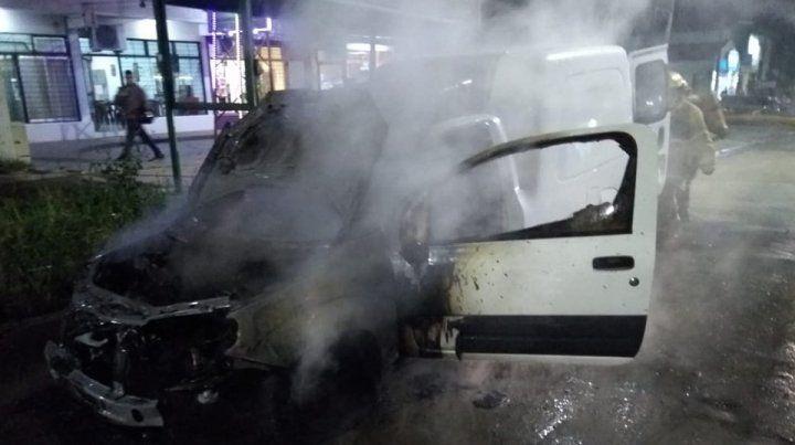 Video: así fue el incendio de la camioneta en Avenida de las Américas