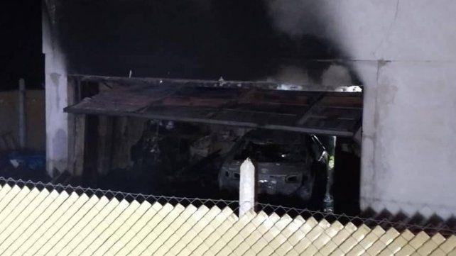 Voraz incendio destruyó el garaje y el auto del intendente de Basavilbaso