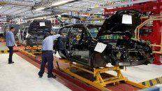 las ventas de las automotrices bajaron 50% en un ano