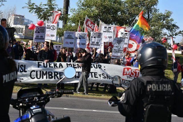 La marcha contó con una fuerte custodia policial.