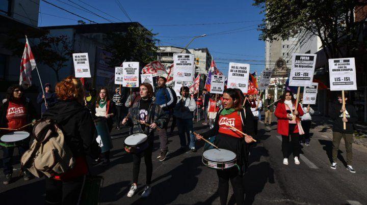 La marcha contra la Cumbre reclamó por las fumigaciones