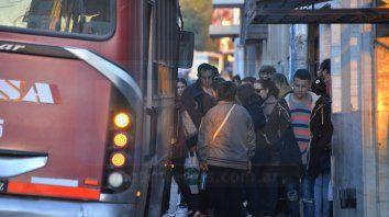 Cada vez menos coches. El gremio advirtió que las empresas vienen retirando unidades de la ciudad.