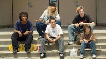 Debutantes. El elenco del filme está integrado en su mayoría por reconocidos skaters de Los Ángeles, la ciudad donde creció el director.