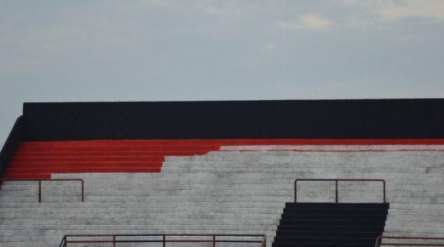 Le ponen color a las tribunas del Grella