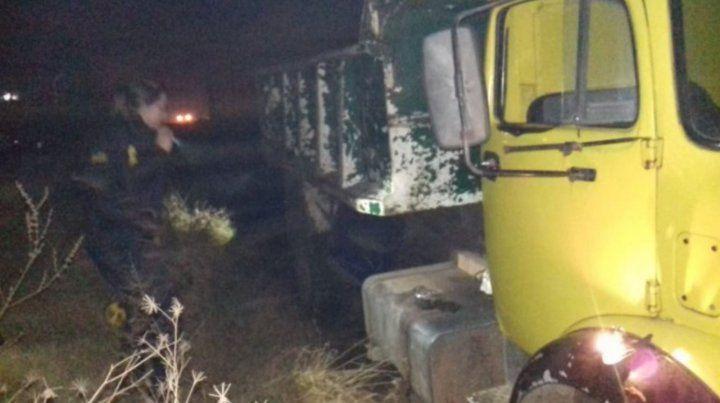 La nena intentaba revolver la basura cuando cayó y fue aplastada por el camión