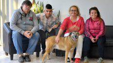 Reencuentro. Rafael Amaya, su hijo Emanuel,  junto a Sandra Esquivel y su hija Paula y la perra Mora, en UNO.