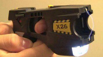 bullrich compro las primeras 100 pistolas electricas taser por $5 millones