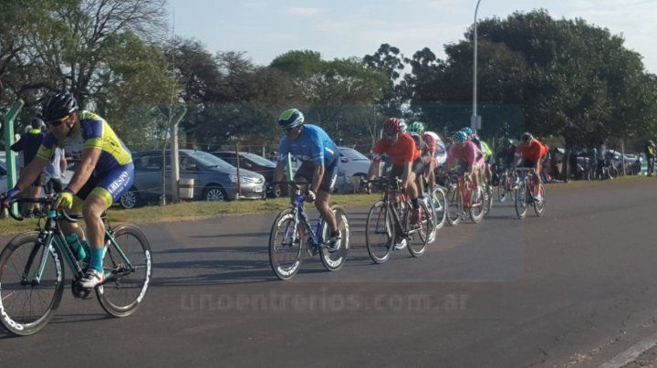 Buen número. La reunión tuvo la presencia de ciclistas de la región y se desarrolló en el trazado ubicado en el Parque Industrial de Paraná.