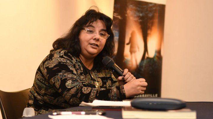 Andrea Pérez Simondini invitada especial en la presentación de un libro sobreabduccion.
