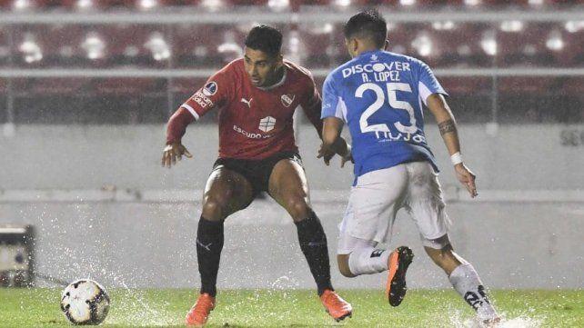 El partido se jugó en Avellaneda bajo la lluvia por momentos.