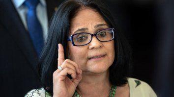 ministra dice que las ninas pobres son violadas por no usar calzones