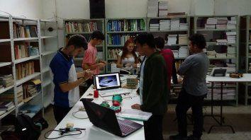 SABERES. Los jóvenes estudiantes se destacan por sus originales desarrollos y su vocación de servicio a la comunidad.