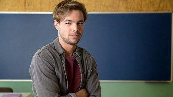 Giro. El actor Carlos Cuevas vuelve en la piel de Pol. El otrora alumno de Merlí ahora va a la universidad.