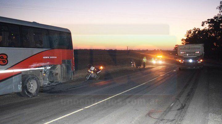 Un pasajero herido en un choque entre un micro y un camión en ruta 18