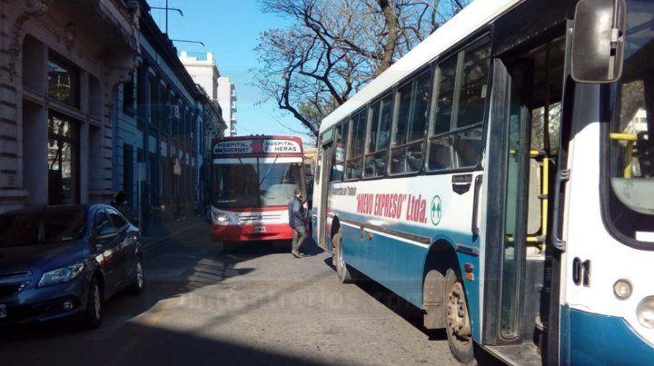 Decenas de colectivos bloquearon el ingreso al municipio de Concordia