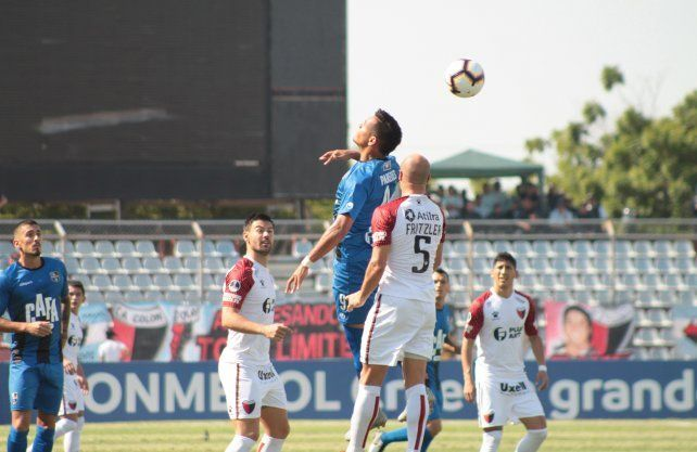 El Sabalero jugó gran parte del partido con un hombre menos.