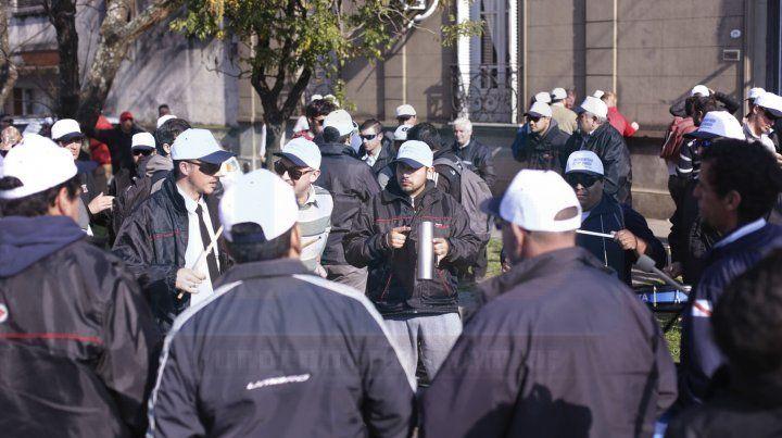 No hubo acuerdo tras reunión en Trabajo y sigue el paro de colectivos