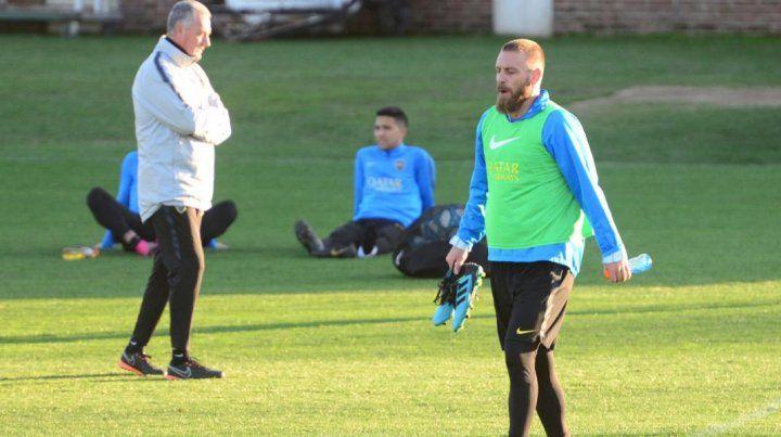 A la cancha. El ex-Roma jugará su primer partido oficial con la camiseta Xeneize.