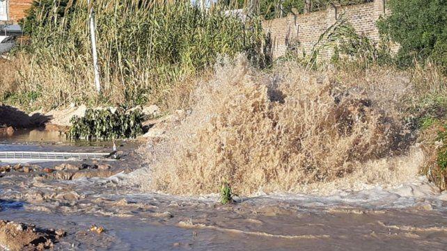 Se reparó el caño de agua en calle Rondeau