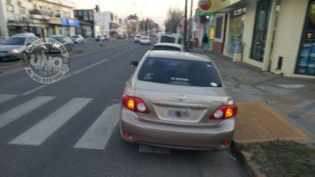 Cuando no te importa ni la senda peatonal, ni la rampa
