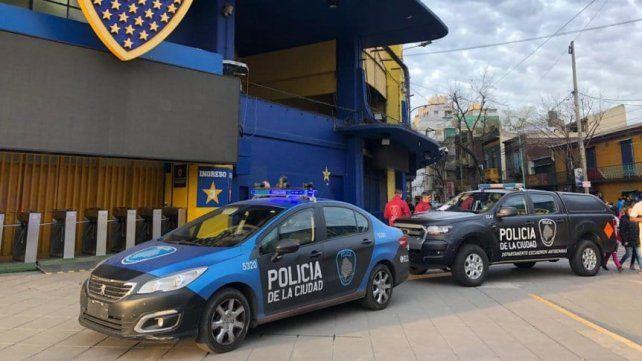 El estadio fue revisado por la policía.
