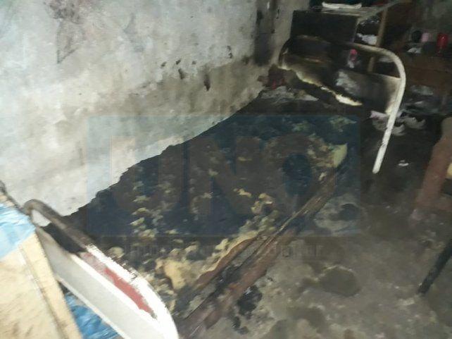 Incendiaron una casa luego del robo de una garrafa y una balacera
