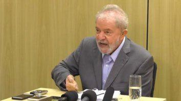 Acusador. Lula durante la entrevista desde la prisión de Curitiba. Dijo que fue preso pudiendo huir al exterior
