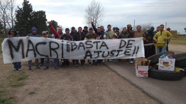Obreros despedidos por una constructora cortaron la ruta 32