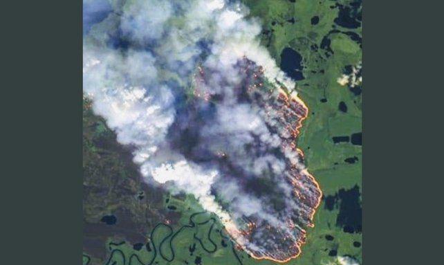 Mientras arde el Amazonas Bolsonaro se burla