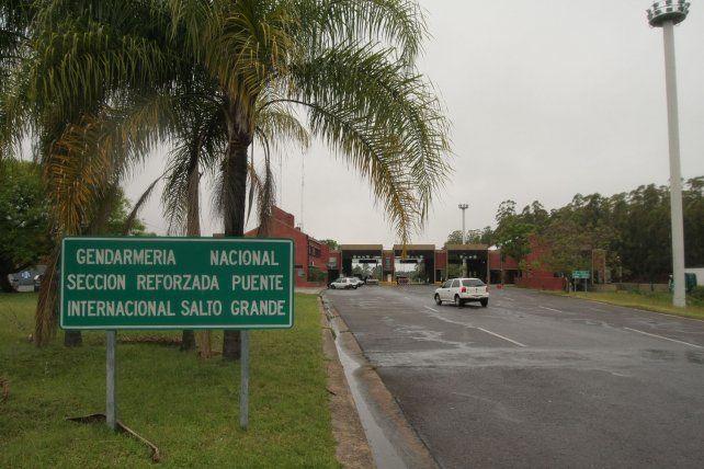 Uruguayos cruzan a comprar productos hasta casi 50% más baratos