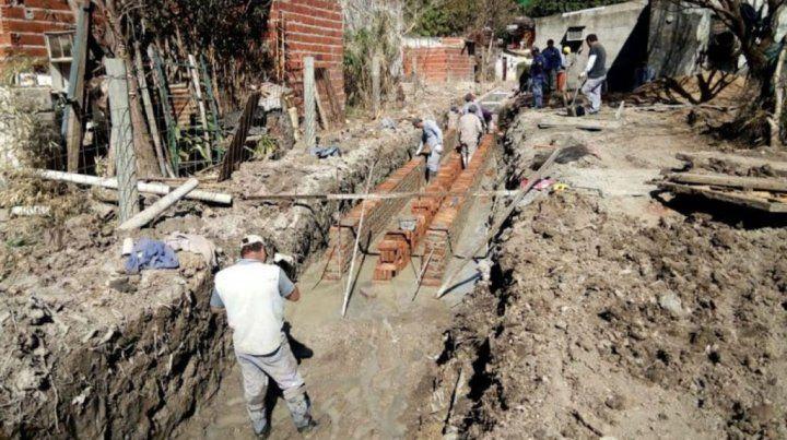 Defensas y obras pluviales en los barrios Las Flores y Humito