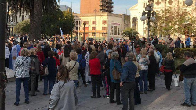 Movilizados. En Paraná la gente se juntó el sábado para defender la democracia.
