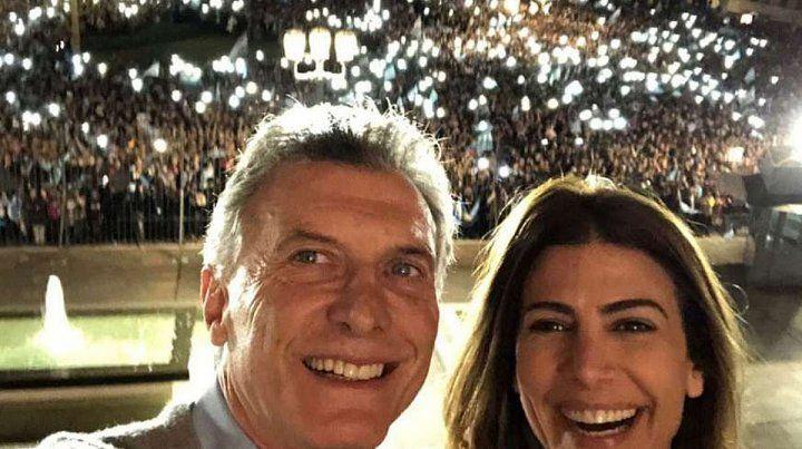 Macri saludó la marcha en apoyo a su gestión desde el balcón de La Rosada