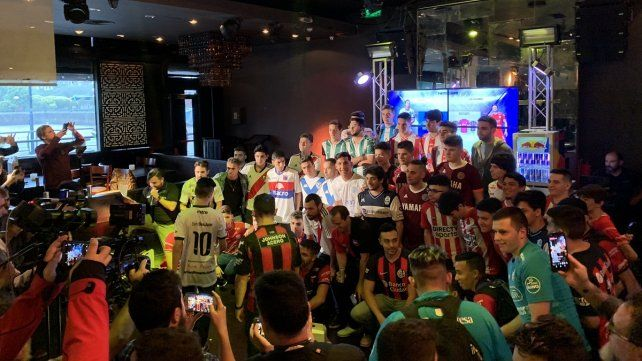 La presentación de los jugadores de la e Superliga.