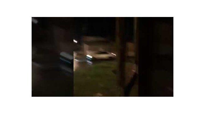 Video: A los gritos quiso recuperar lo que le robaron los vecinos