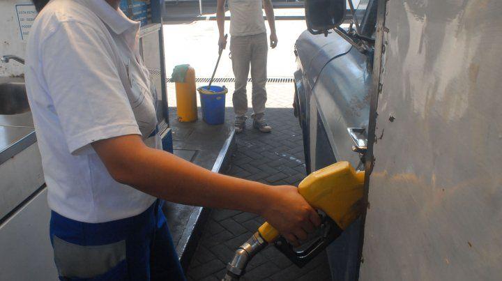 Por la recesión y el aumento de precios se derrumbó el consumo de naftas y gasoil