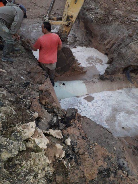 Empresa privada rompió conducto de agua y dejó sin servicio a Paraná