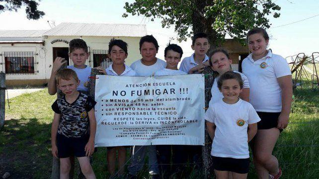 Consigna. Agmer motorizó la campaña Paren de fumigar las escuelas.