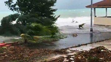 dorian se cobro la vida de un nino en bahamas y llega a miami