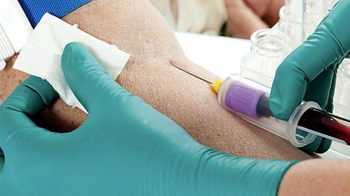 Bioquímicos podrían suspender servicios de análisis clínicos en laboratorios de todo el país
