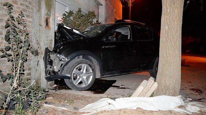 Dos menores están graves tras chocar el auto en una casa a gran velocidad