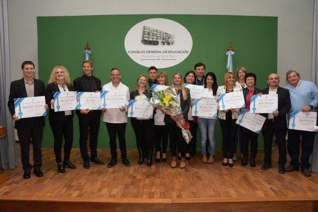 Reconocieron a 17 docentes con el premio Manuel Antequeda