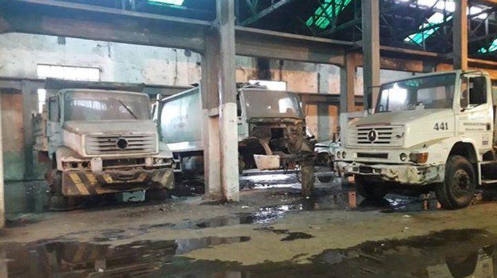 Desidia. Una imagen reciente de camiones recolectores desmantelados y sin el mantenimiento acorde.