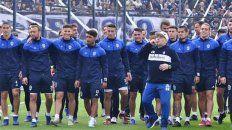 Para la eternidad. Morales (en el extremo izquierdo) fue protagonista del regreso de Maradona al fútbol argentino.