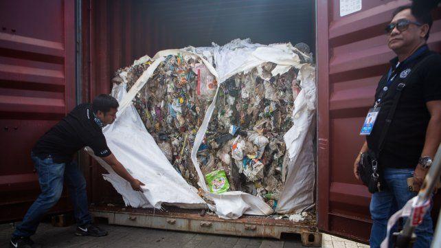 La basura llega en containers.