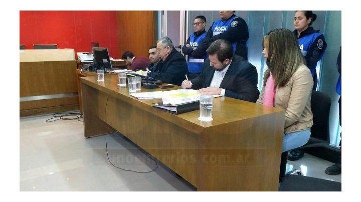 Hoy resolverán si la madrastra de Nahiara sigue detenida en su casa